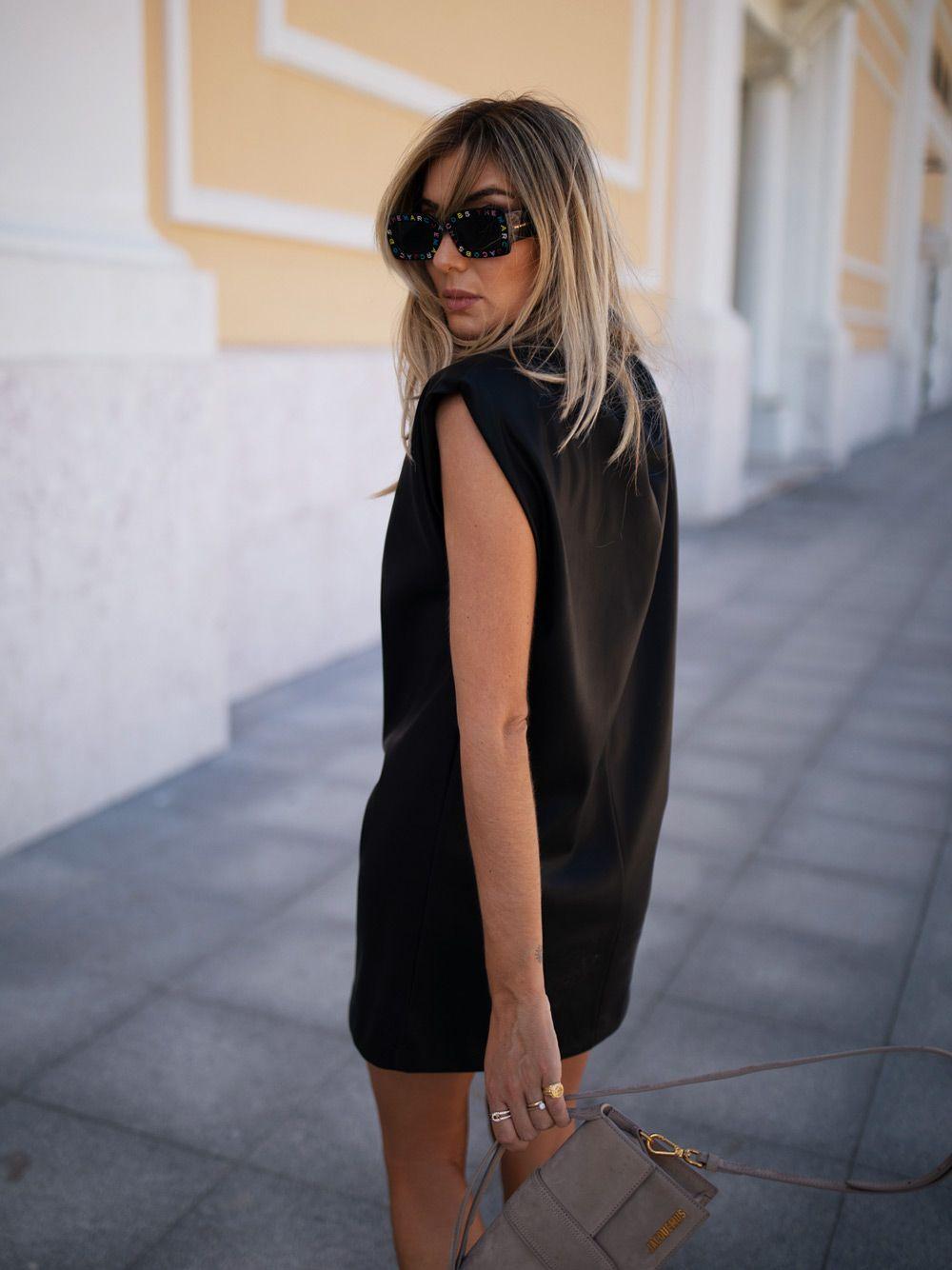 Vestido Curto  Preto com Efeito Pele | Kaoâ