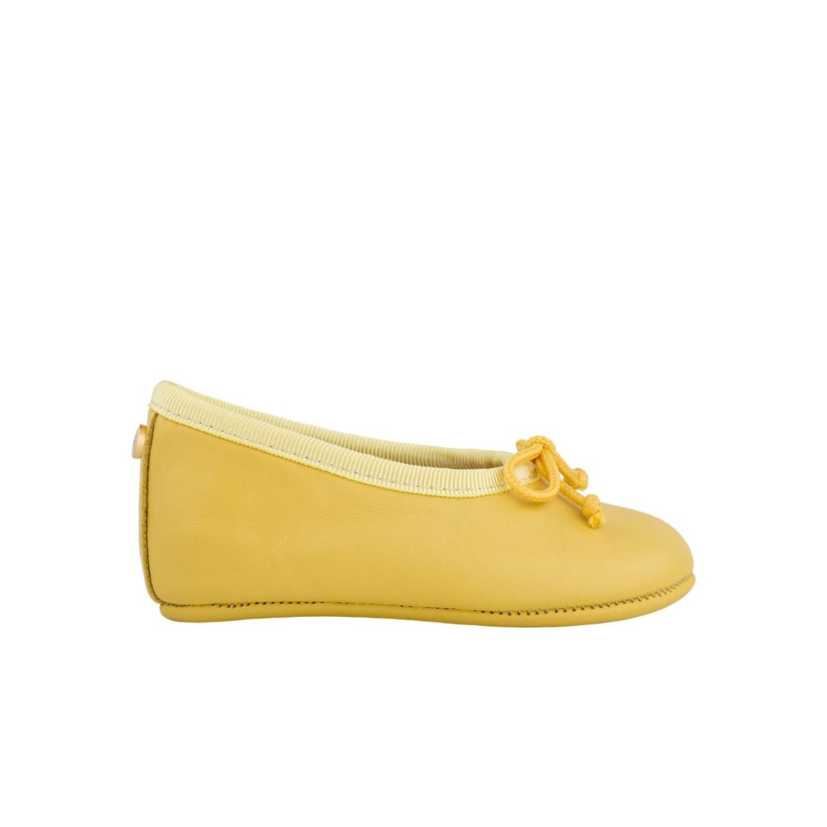 Baby ballet flats in yellow leather with bow detail in cord.