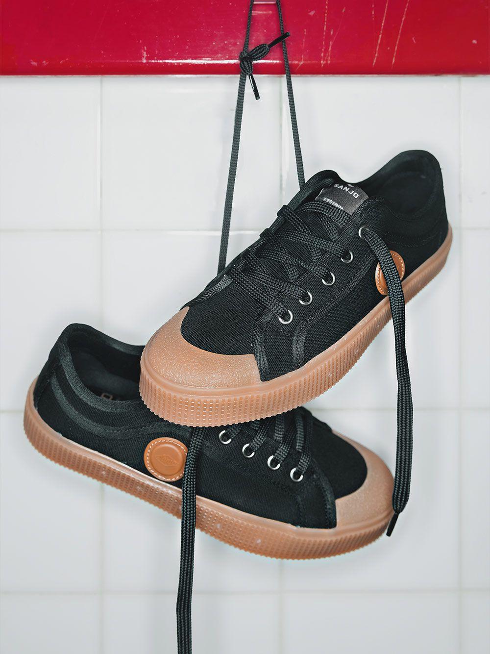 Black & Caramel K200 Sneakers | Sanjo