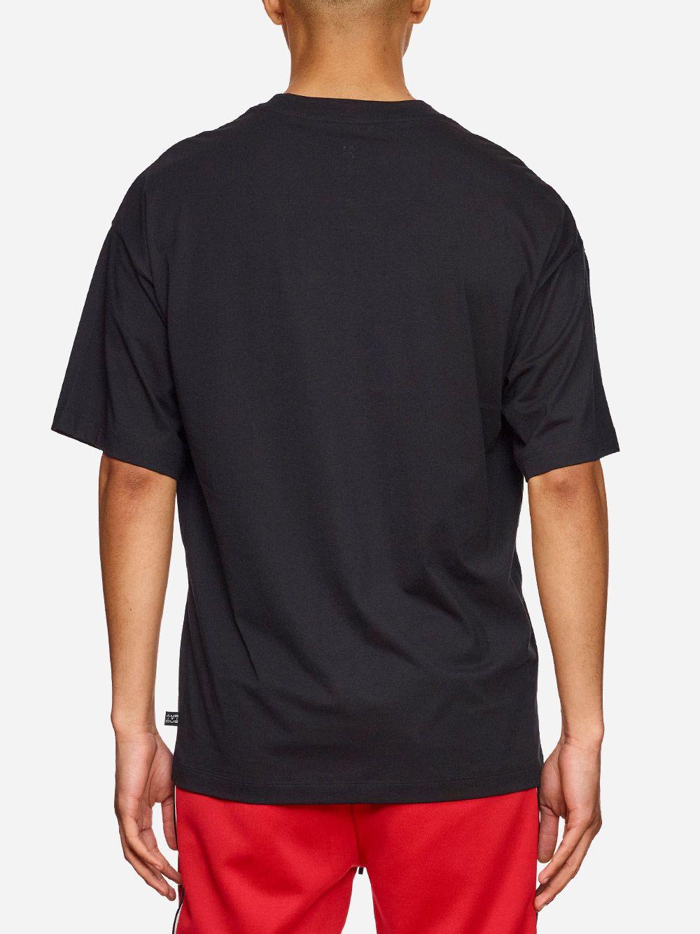 T-Shirt Preta Estampada | AMBITIOUS