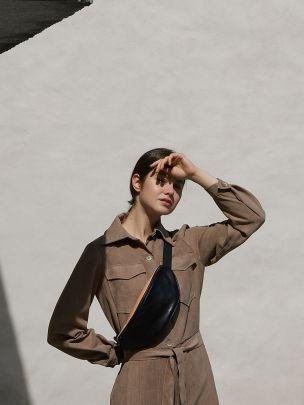Mala de Cintura Preta e Bege | Maria Maleta